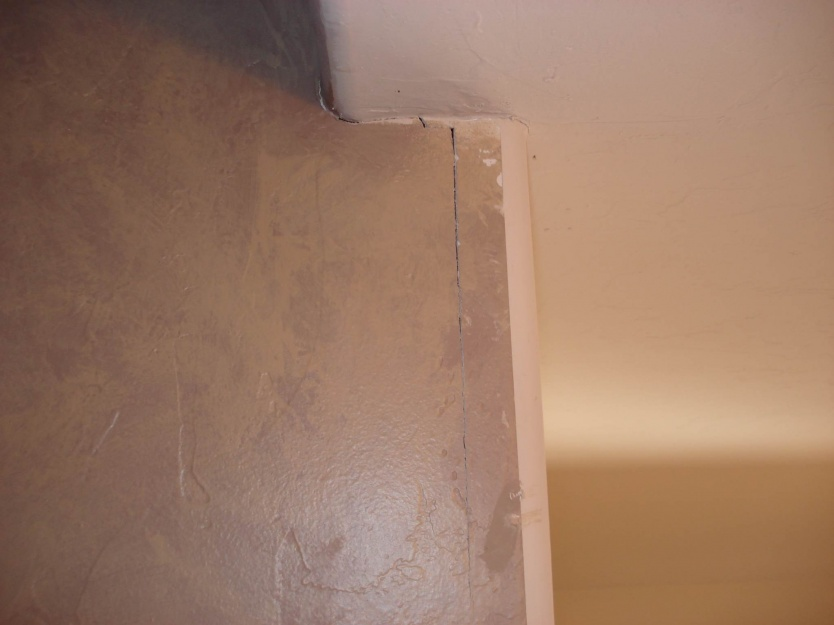 Potential foundation issues-drywall-crack.jpg