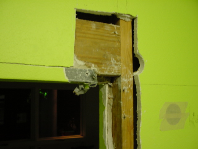 framing, expanding wall opening wall - load bearing?-dsc00001.jpg