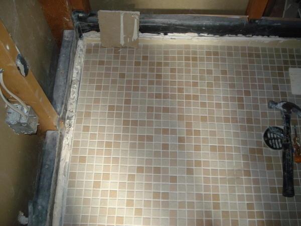 cement board on top of cement brim  in washroom-dsc00293.jpg