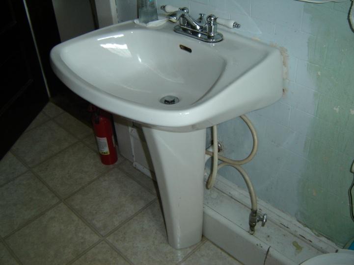 Pedestal sink for old bathroom?-dsc01664.jpg