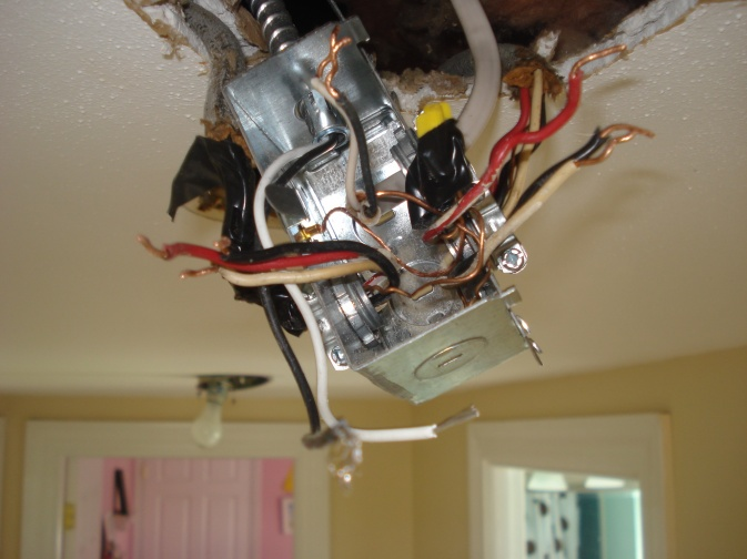 Three romex into recessed light box - light won't turn off-dsc01690.jpg