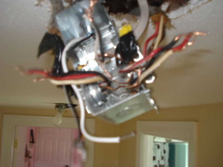Three romex into recessed light box - light won't turn off-dsc01691.jpg