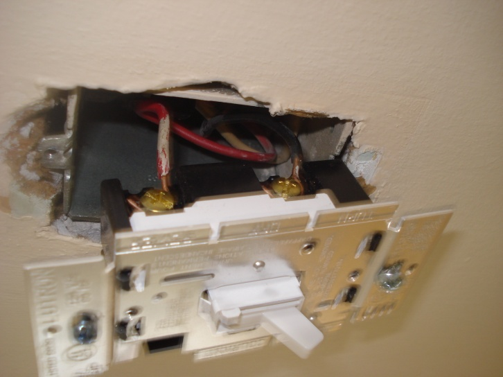 Three romex into recessed light box - light won't turn off-dsc01692.jpg