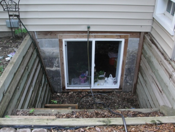 egress window help-dsc01943.jpg