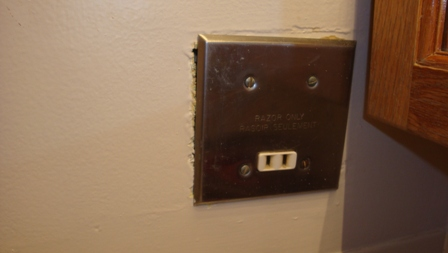 Old Bathroom - all electrical on one circuit? how to change?-dsc02344.jpg