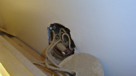 Old Bathroom - all electrical on one circuit? how to change?-dsc02348.jpg