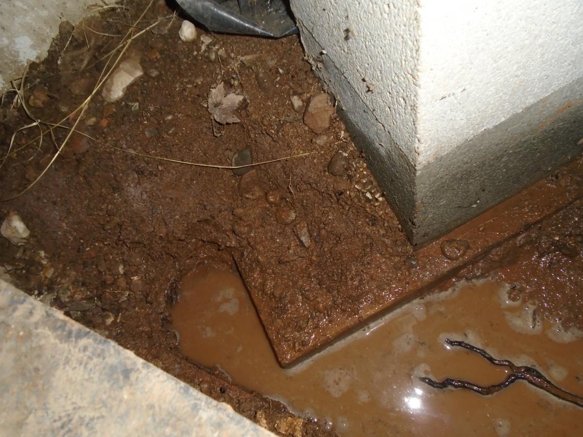Water leak under foundation block-dsc02734.jpg