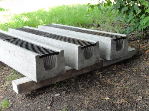 Installing Concrete Channel Drain-dsc03030.jpg