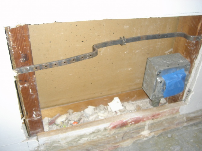 Need help, what is this steel bracket for?-dsc04429.jpg