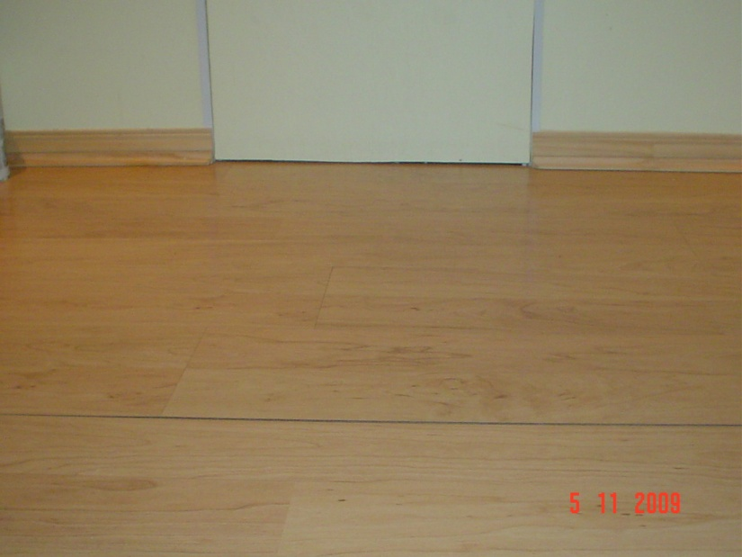laminate floor joint seperation-dsc04586.jpg