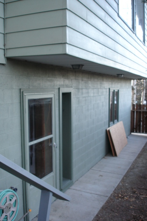 How to (retrofit) insulate/air seal cantilever with hot water pipes in it?-dsc07503.jpg