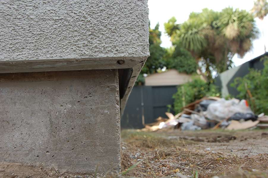 Big Gap between stucco and foundation-dsc_1041_s.jpg