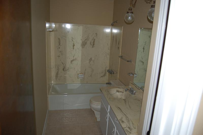 Shower/tub surround wall falling down?? possible mold? HELP!-dsc_8338.jpg