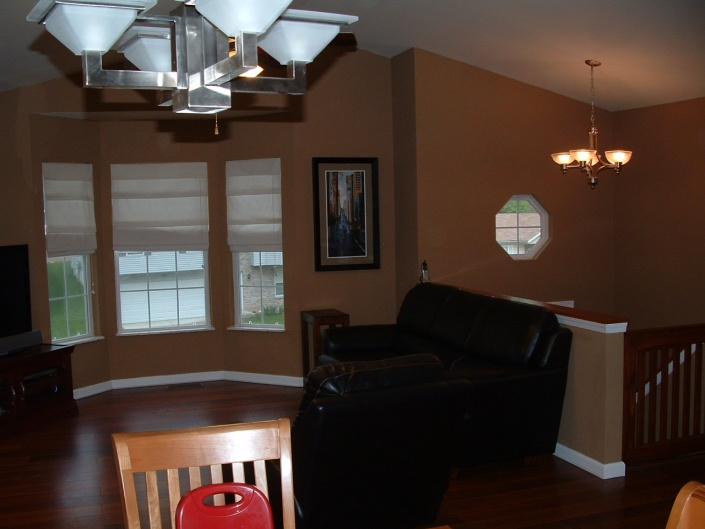 http://diychatroom.com/attachments/f4/28515d1294622717-color-choice-my-living-room-dark-brown-hardwood-floors-dscf0073.jpg