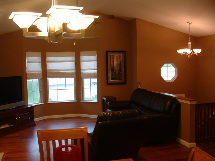 Living Room Colors with Dark Floors 700 x 525