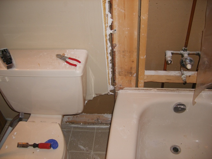 Water seeped through tiles in shower, wall ruined, need help.-dscf0994.jpg