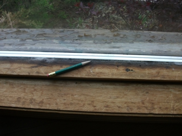 How do I replace old window putty?-dscf1184-640x480-.jpg