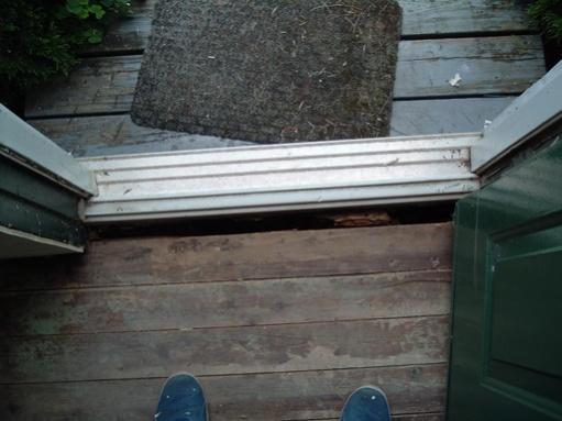 Help! How do I fix rotten wood under door?-dscf2726.jpg