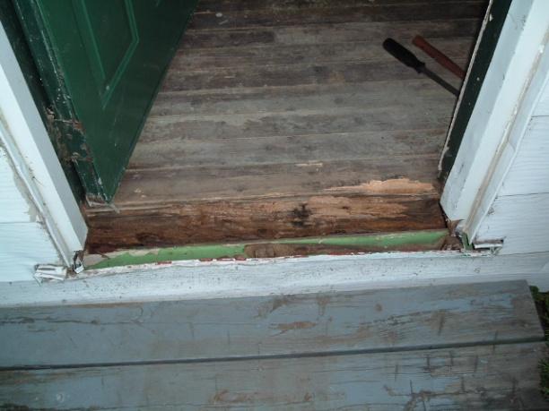 Help! How do I fix rotten wood under door?-dscf2739.jpg