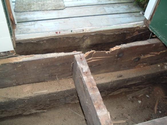 Help! How do I fix rotten wood under door?-dscf2745.jpg