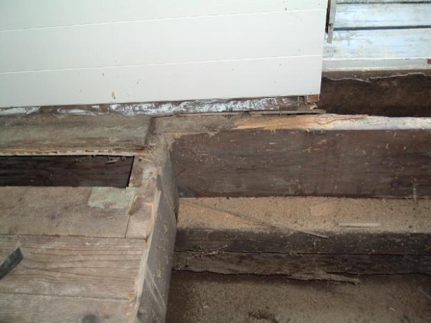 Help! How do I fix rotten wood under door?-dscf2746.jpg