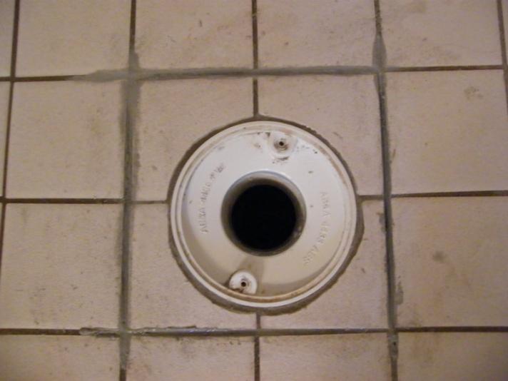 Shower floor leaking...help!-dscf5656.jpg