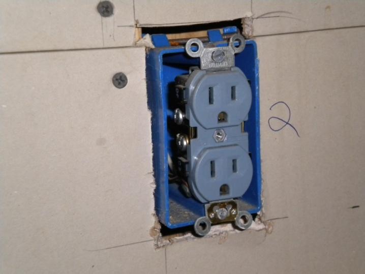 Need to sink existing outlet boxes for new backsplash-dscn0010.jpg