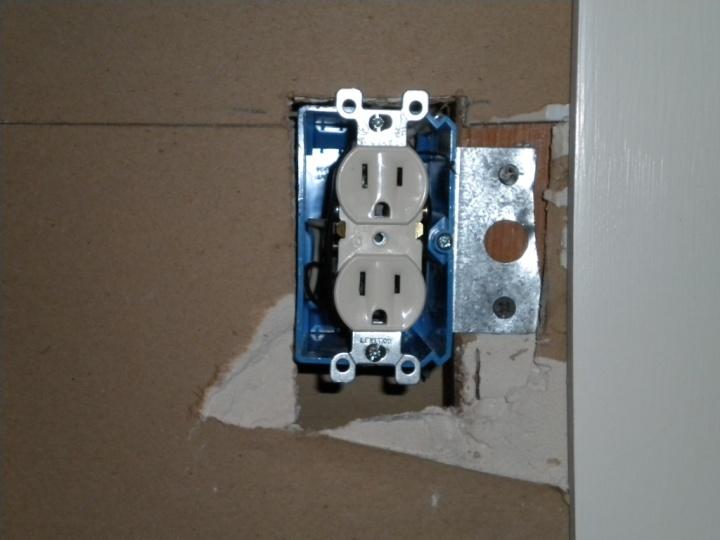 Need to sink existing outlet boxes for new backsplash-dscn0016.jpg