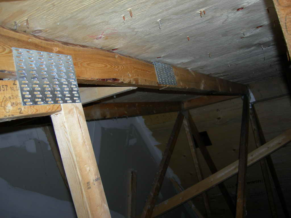 New 1yr Townhome with Leaking Roof!-dscn0023.jpg