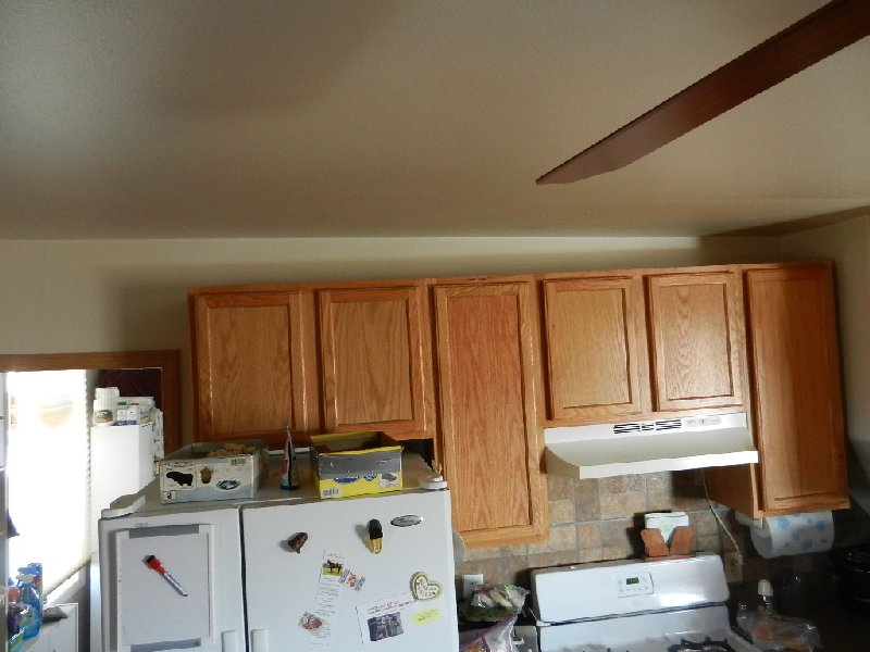 ceiling/wall slanting over kitchen cabinets-dscn0550.jpg