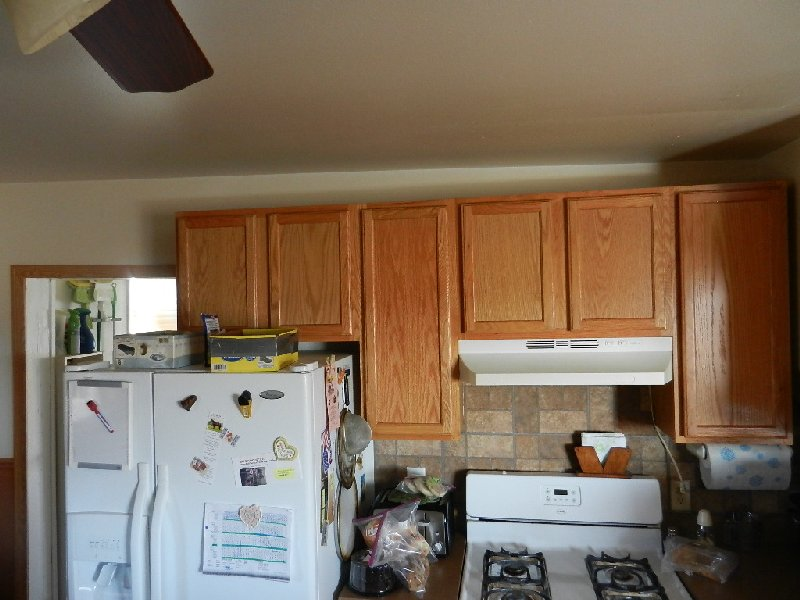 ceiling/wall slanting over kitchen cabinets-dscn0551.jpg