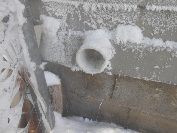 Ice in furnace exhaust-dscn0656.jpg