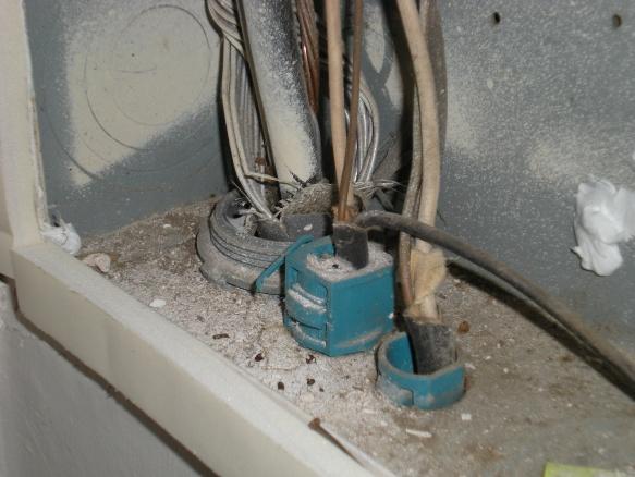 Insulation around a electrical circuit breaker box-dscn1027.jpg