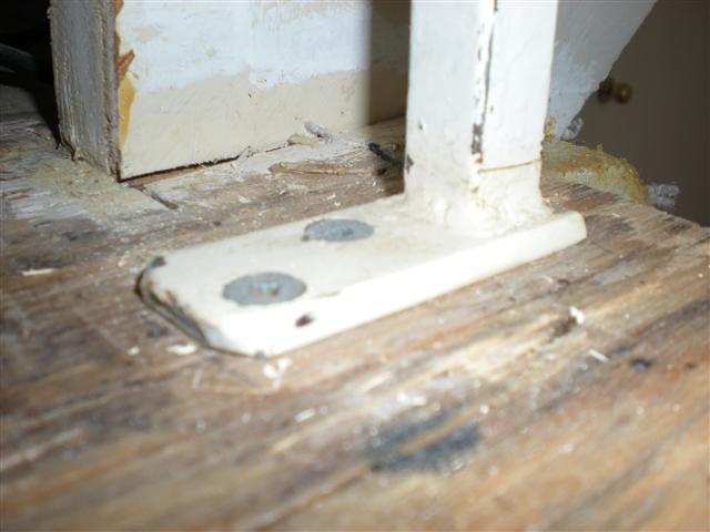 Laminate wood flooring around stair railing-dscn1469-small-.jpg
