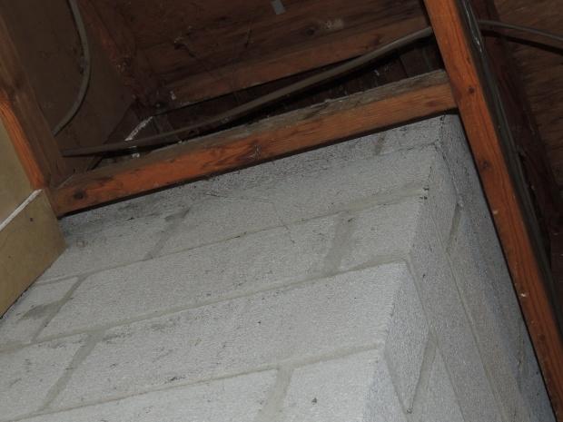 Insulation around chimney?-dscn2527.jpg