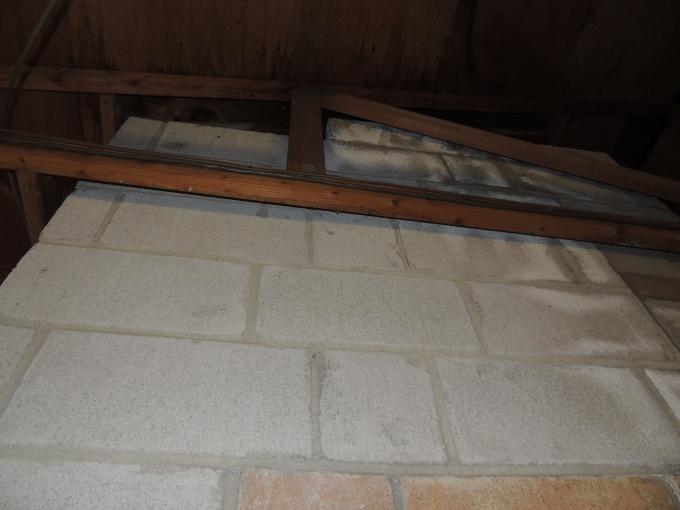 Insulation around chimney?-dscn2529.jpg