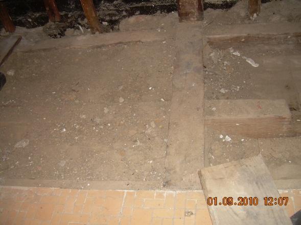 Packed Dirt Under Old Tub-dscn6859.jpg