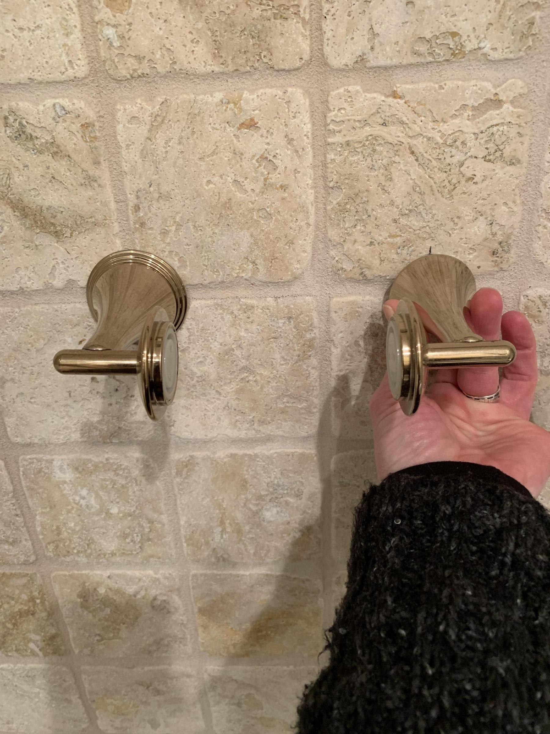 toilet paper holder without bar-e27ea1d7-236e-491f-bf8c-4c6507064e2e_1542600182767.jpg