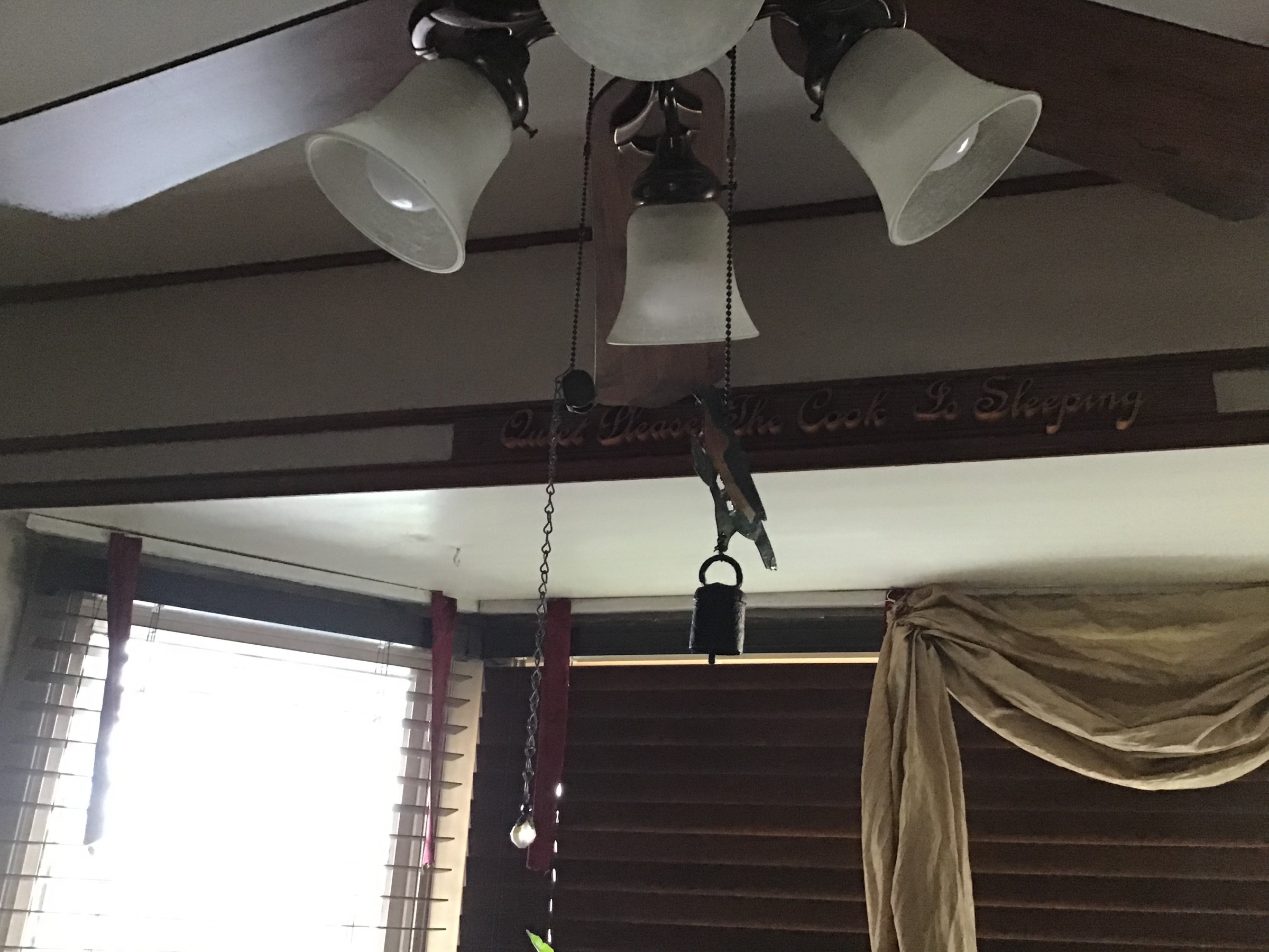 How to install a valance in a bay window.-e7b71c74-3187-40a0-9867-b99e194c1f87.jpg