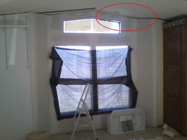 How to keep a trim piece on the ceiling?-end-wall-kitchen.jpg