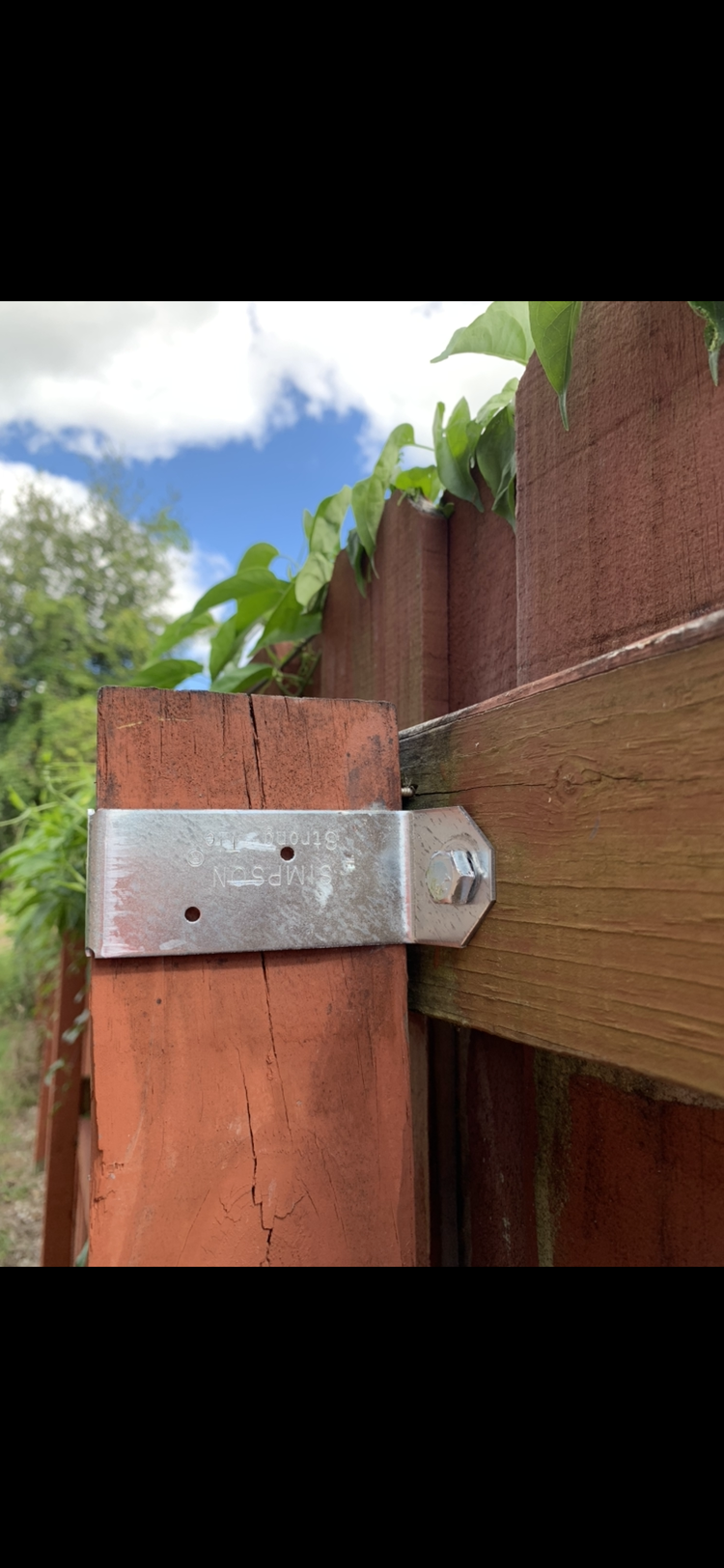 Fence ready to fall-f9849a79-32d0-49e7-9987-16aa88b2cbb5.png
