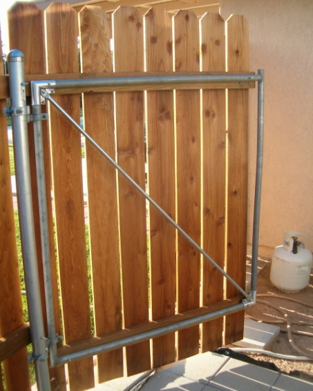 Wood Fence With Metal Post Gate Detail 008 Jpga