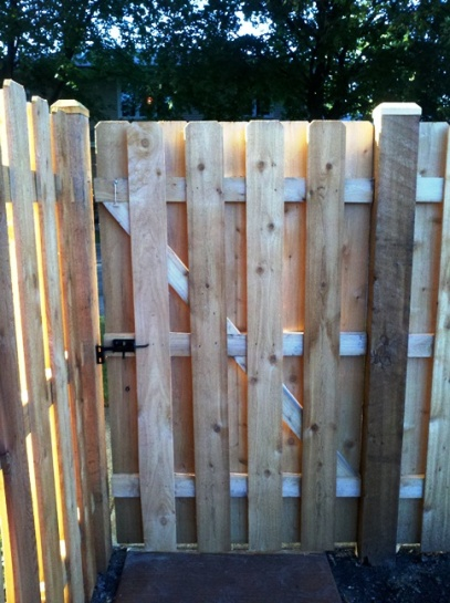 Gap size between cedar post and gate?-fence6.jpg