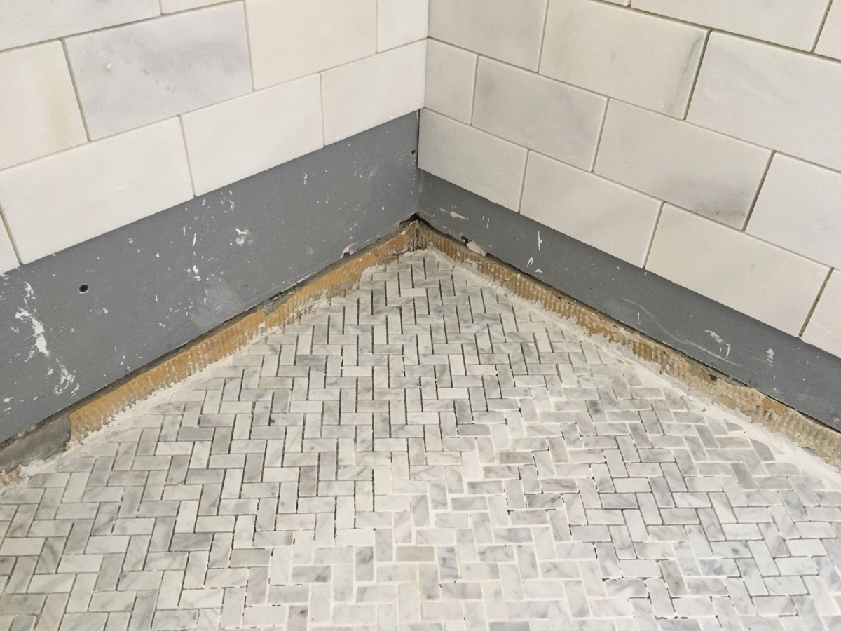 Shower Walls With No Red Guard-floor-01.jpg