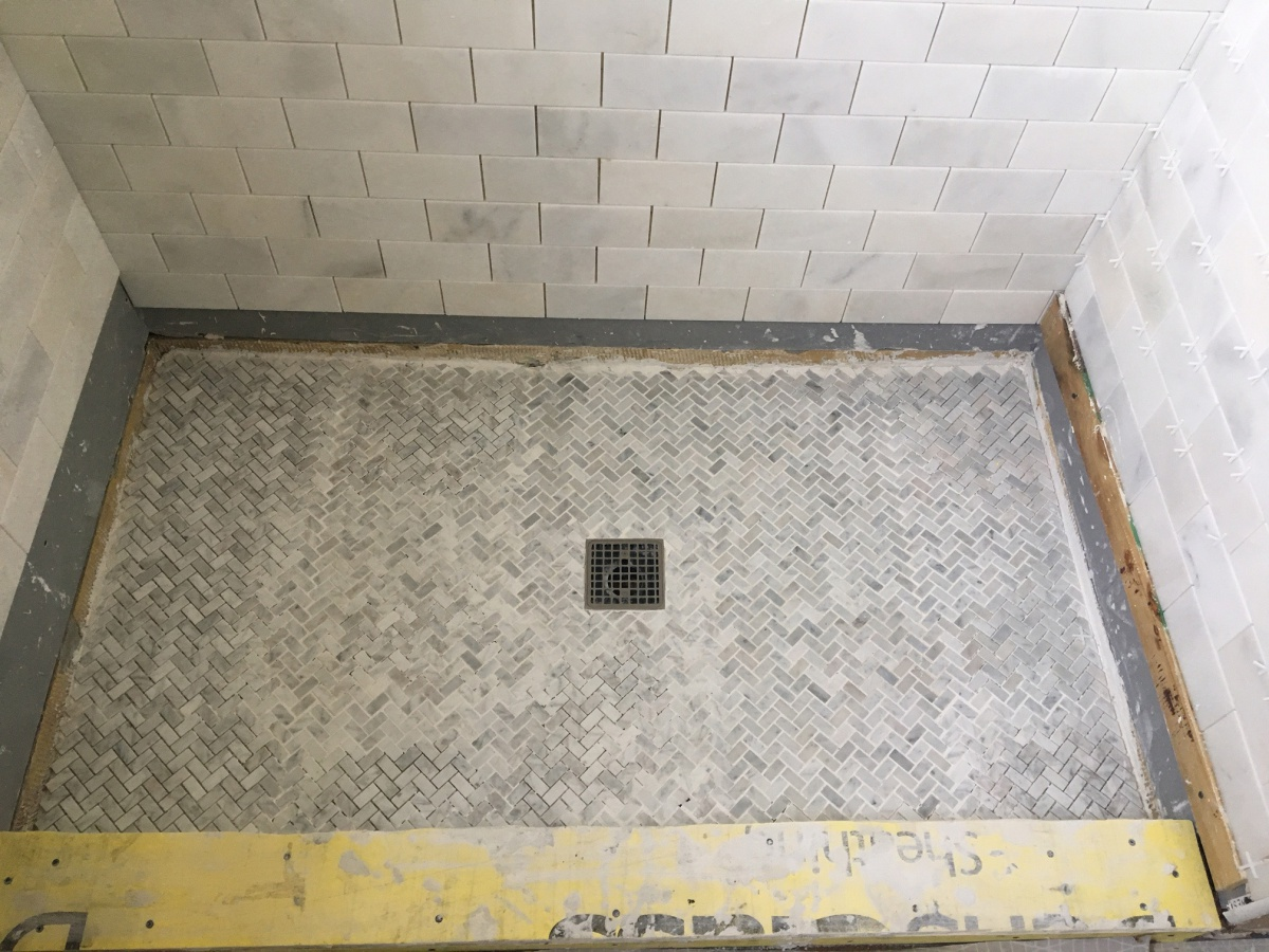 Shower Walls With No Red Guard-floor-02.jpg