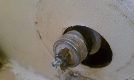 Tub faucet leaking, having trouble removing collar-forumrunner_20121105_184947.jpg