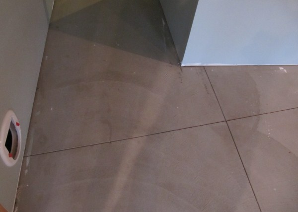 How to properly fill stress cuts in concrete before tiling?-fronttobackcut.jpg