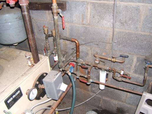 watetr in the baseboard-furnace-001.jpg