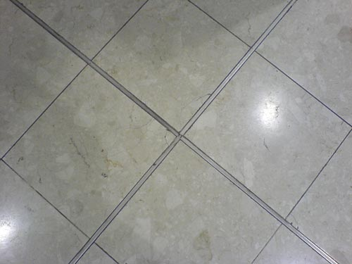 Gaps in tiled floor?-gap2.jpg