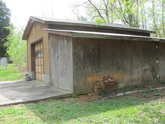 shed door (-roll up?)-gar-shed2011.jpg